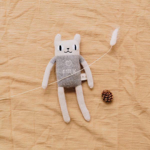 Main Sauvage  - MILK CAT KNIT TOY GREY - Toys